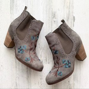 Crown Vintage Embroidered Ankle Booties 8.5